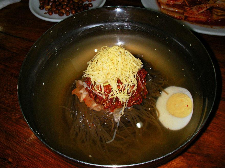 north-korean-restaurant-cambodia3