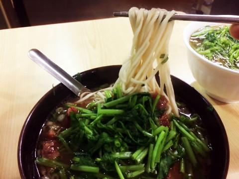 【台湾のラーメンを食べつくす男・麺王】廖家牛肉麵の牛肉麵200元 / 批評「さすが牛肉マスターのお店」