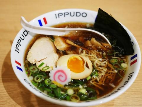 【衝撃】フランス人は独特なラーメンの食べ方をする / 日本人「ありえない! けどフランス人らしい食べ方」
