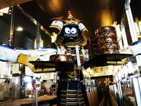 サムライロボットが働いている焼肉屋に行ってみた結果 → 過酷すぎるほど忙しく働いていた(笑)