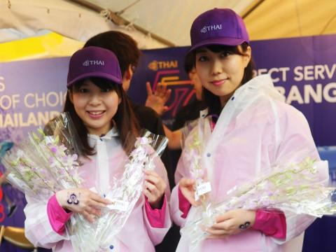 【大絶賛】タイフェスティバル2017代々木が大雨なのに大盛況 / タイ国際航空の客室乗務員と撮影も可能! タイ料理も絶品すぎる件