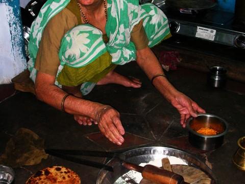 インドで「本当のインド家庭料理」を食べたいなら城塞都市ジャイサルメールへ / おばあちゃんのインドカレー