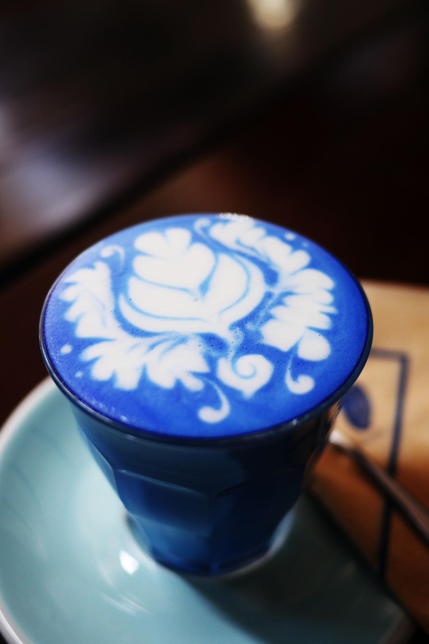 blue-whale-cafe10