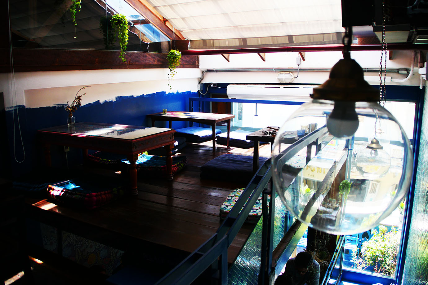 blue-whale-cafe4