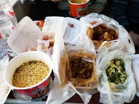【激ウマ】鉄道で北朝鮮に行ったら車内でオバチャンがメッチャご飯くれた