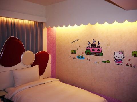 【衝撃】男一人旅で台湾のホテルに泊まったら頼んでもいないのに非公式なハローキティルームだった件(笑)