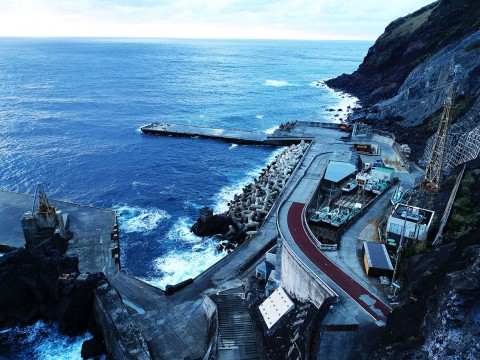 【ドローン絶景】伝説の秘島・青ヶ島は素晴らしい釣りスポットだった! どんどん大物ばかり釣れる魅惑の島