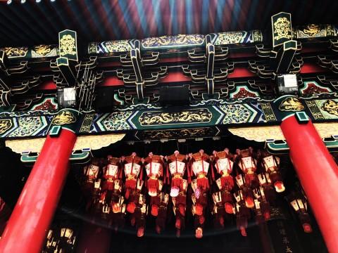 【伝説の寺院】占い師が総勢100人以上待機! 世界中から運命を知りに来る香港の「運命がわかる寺院」
