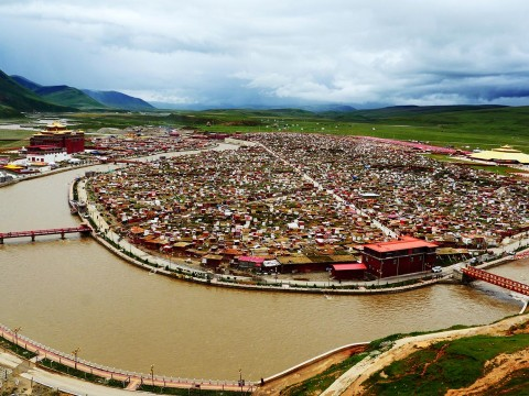 【ドローン絶景】地図に名前が載っていないチベットの秘境・アチェンガルゴンパ(亜青寺)が絶景すぎる件