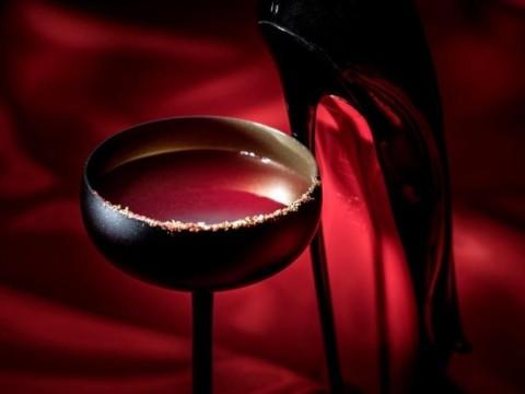 【感動】マンダリン・オリエンタル東京が「クリスチャン・ルブタン」とコラボ / 真紅の特製カクテルを味わえる宿泊