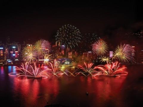 【話題】花火と音楽が彩る新年の幕開け / 華やかにきらめく香港のカウントダウン・イベントに注目!
