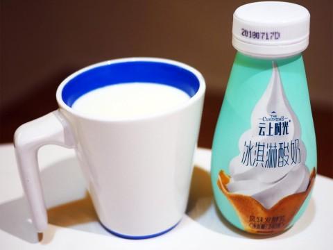 【異端グルメ】中国で「飲むソフトクリーム」が大人気 / ファミマなど中国全土の商店で販売中