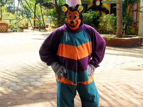 【現地取材】インドの偽ディズニーランドに行ってみた / 偽ミッキーも登場で「なんでもアリの世界」