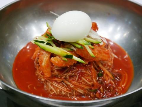 【韓国グルメ】韓国に行ってビビンネンミョンを食べずして帰ることなかれ! 辛くて旨い唯一無二の美味しさ