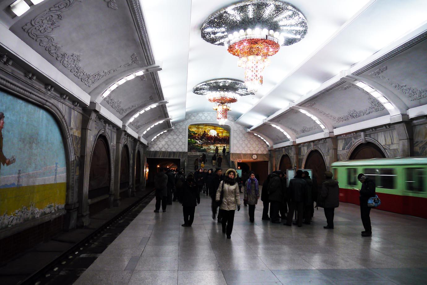 north-korean-subway