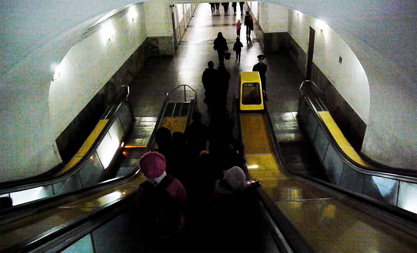 north-korean-subway14
