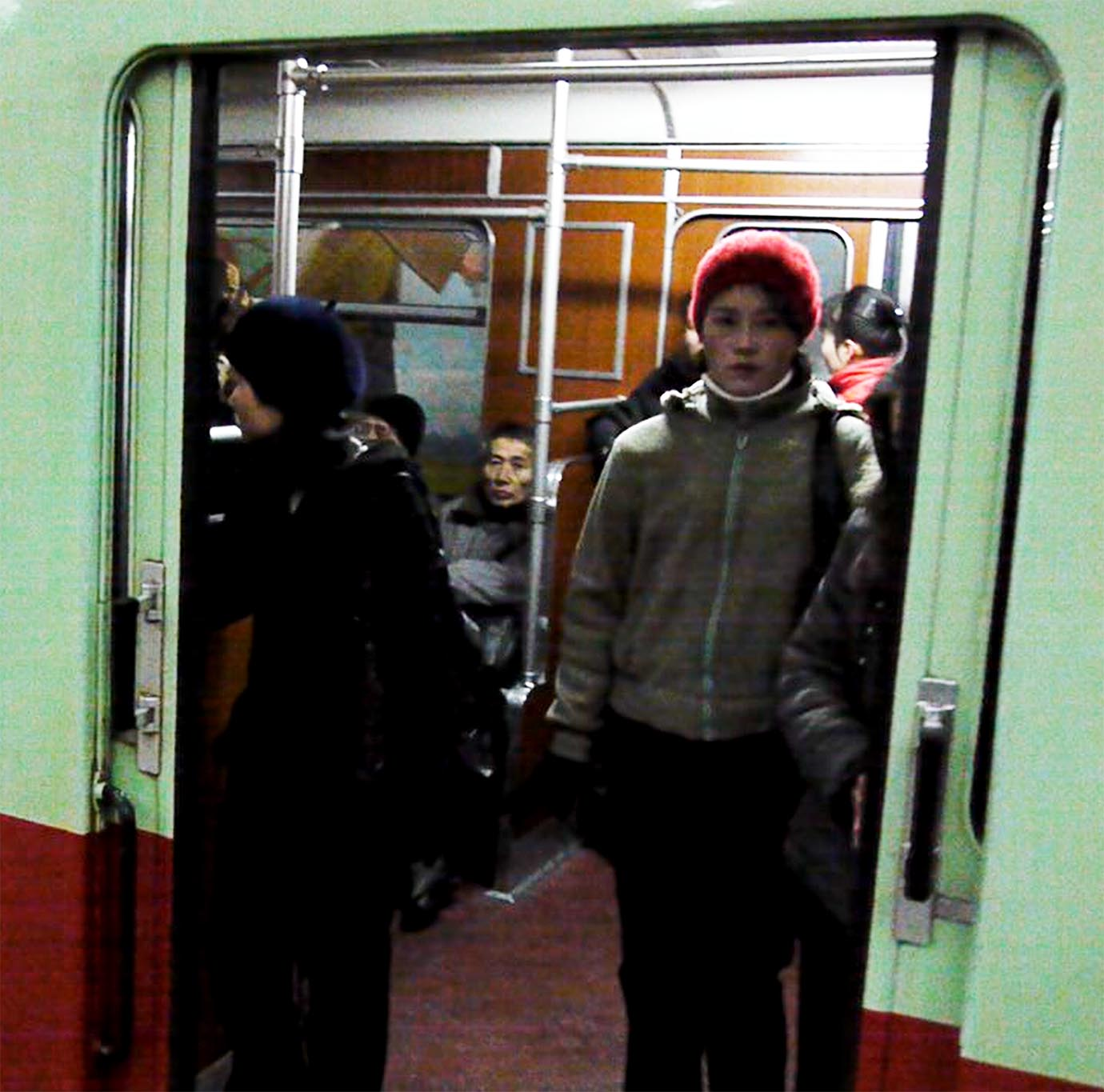 north-korean-subway19
