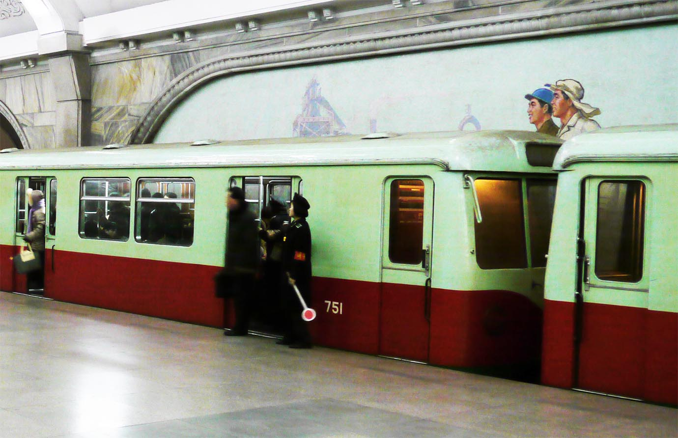 north-korean-subway9