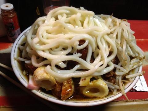 【神話グルメ】深夜2時から3時間しか営業しない名古屋のラーメン屋・大丸が凄すぎる / うどん入りラーメンにソースをかけて食べる