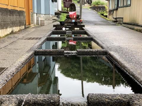 【伝説の泉】いまも生活に使用されている神泉の水 / 山形県飽海郡遊佐町「野菜を冷やしたり洗濯をしたり」