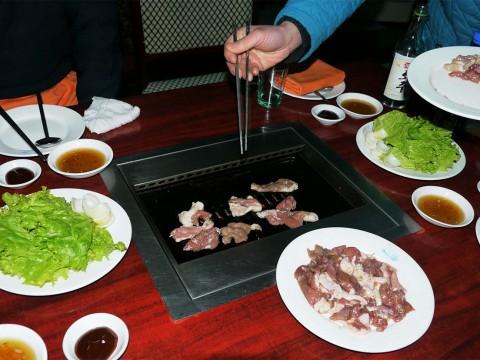 【現地取材】北朝鮮の焼肉屋に行ってみた / 平壌の焼肉屋はしっかり美味しい