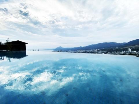 【世界の絶景ホテル】実際に行って確かめた / ANAインターコンチネンタル別府リゾート&スパのプールが絶景すぎるのだが