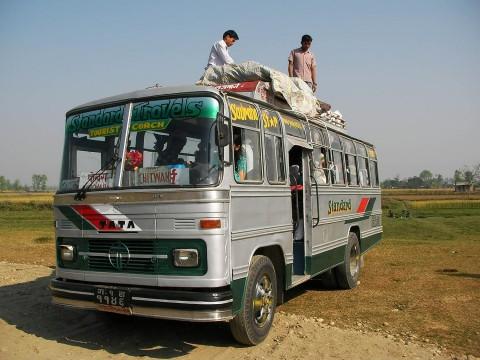 【危険旅】ネパール人はバスの屋根に乗ってスゲーな! と思ってたら普通に落ちた件